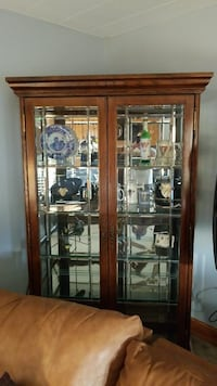 Wooden crystal glass display case Centreville, 20121