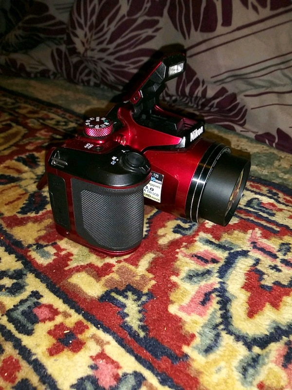 red and black DSLR camera e29feea4-f54d-44d7-90c0-160d75111be2