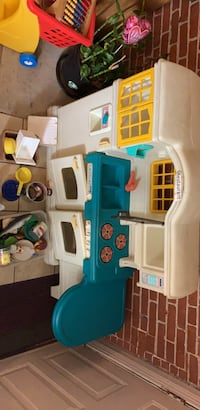 white and blue plastic kitchen play set Wilmington, 19801