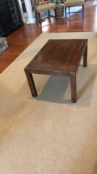 A beautiful Henredon solid mahogany coffee table/ a nice addition to any home!