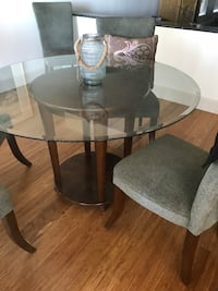 Was $1500 new !! Gorgeous dining table with wooden base  Edmonton, T6G 1E9