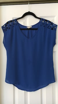 women's blue v-neck sleeveless top Halifax, B3M 3N2