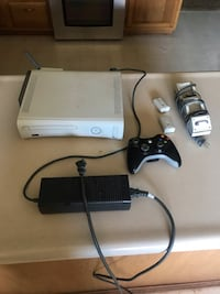Xbox 360 With Wireless Adapter & Charging Station Farragut, 37934
