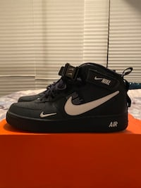 BRAND NEW AIR FORCE ONES NAVY MID