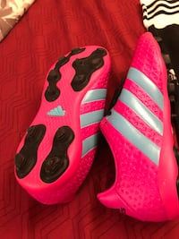 Girls soccer shoes 3.5 size never been worn Brampton, L6V