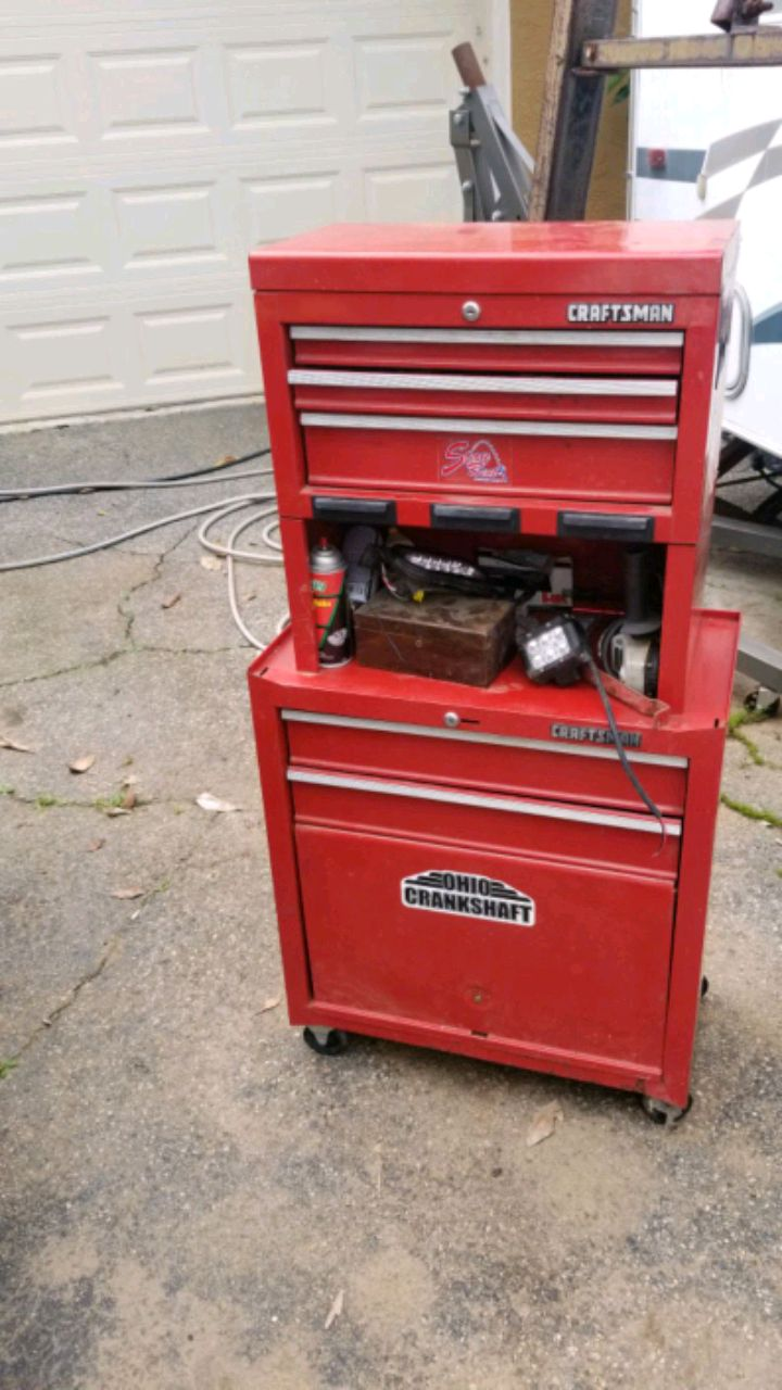 Photo Craftsman rolling tool box