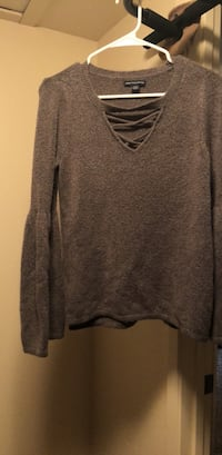 American Eagle size M bell sleeved sweater  Fresno, 93711