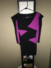 Located northeast near Clareview/Northgate   Brand new Tags on - Size S/M (stretch) Black and Fuchsia Unique colour pattern design long sleeve dress  Edmonton, T5A