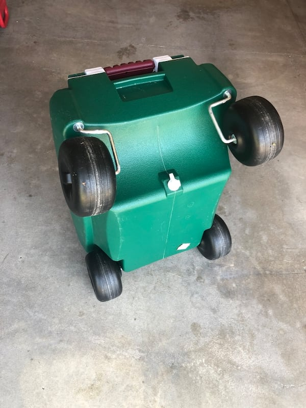 Rubbermaid Green 4 Wheeled Very Large Pull Handle Cooler 31f0f236-6785-4d89-a1a1-1a4adaa11697