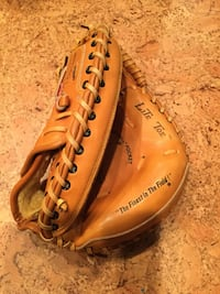 Rawlings Lite Toe right handed catcher's mitt