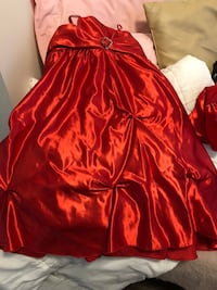 Girls Size 10 beautiful dress with matching cover Calgary, T2A 1L1