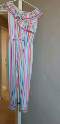 Beautiful Jumpsuit 7/8T ( pick up in Airdrie)