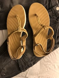 Pair of brown sandals Downey, 90241