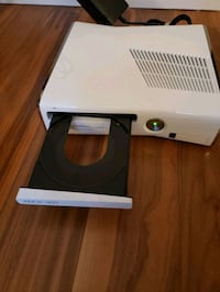 Xbox 360 with Kinect and 2 controllers, cable and  Toronto, M6K