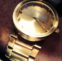 round gold-colored analog watch with link bracelet Lathrop, 95330