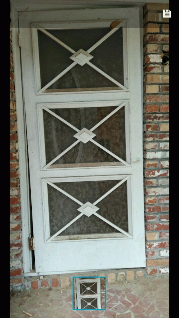 Antique screen door 56290b71-33fe-44c6-9157-bf6338aa5d4f