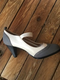 Unpaired white and black leather peep-toe platform stiletto Gatineau, J9A 3A1