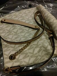 Michaels kors purse  Calgary, T3J 2P8