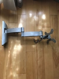 TV MOUNT WITH BUILT IN MOVEABLE ARM Montréal, H2X 2K3