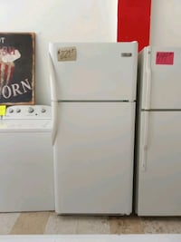 Frigidaire refrigerator white clean works great Fort Myers, 33901