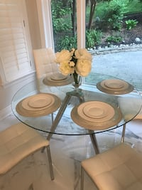 4 Seater Round glass dining table (without chairs) Toronto