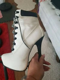white leather heel boot 600 km
