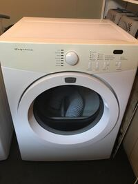 White Frigidaire front-load clothes washer and dryer Vaudreuil-Dorion, J7V 8P5