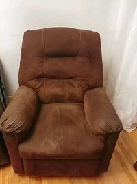 brown fabric lazyboy Montréal, H4E 1T3