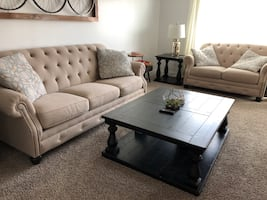 Gorgeous Couch, Love seat & table Set