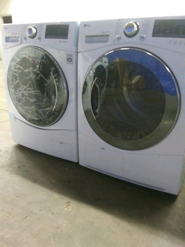 New LG Washer/Dryer Set. apartment Size