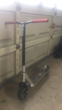 royal dirt scooter with apex bars and vans grips Houston, 77035