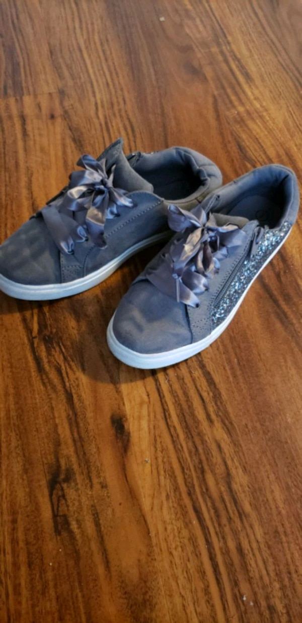 Girls shoes size 1