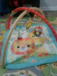 baby play mat with hanging toys  St. Catharines, L2R 2Z3
