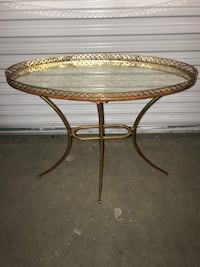 Gold accent table  Tampa, 33634