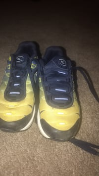 Boys Nike Air tennis shoes Baltimore, 21220