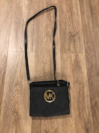 Micheal Kors cross body purse London, N6J 1X5