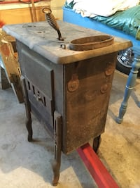 Wood stove, kitchen or parlor