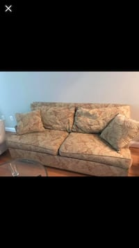 Ethan Allen couch for sale 43 km