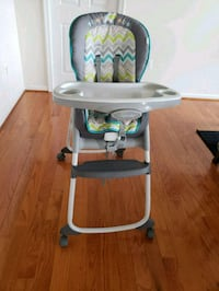 baby's white and green high chair Round Hill, 20141