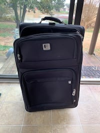 Two kenneth cole suitcases 28 and 24 inch