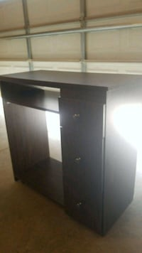Professional Manicure Table Guelph, N1H