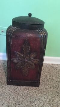 Decorative metal storage container. Multi purpose Downers Grove, 60515
