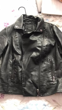 Black leather zip-up jacket Woodbridge, 22193