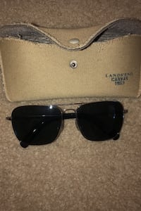 Sunglasses with no scratches and are polarized very clean great condition  Annapolis, 21401