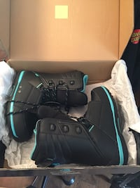 Pair of black-and-blue boots Salinas, 93901