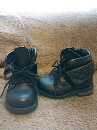 pair of black leather work boots 1074 mi