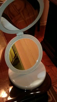 lighted mirror for table or desk Oxon Hill, 20745