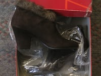 WOMENS BOOTS 8 AND 8 1/2 SIZE, Johnston