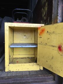 Flammable safety cabinet 4 gallons