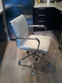 WHITE LEATHER CHAIR.MINT CONDITION Toronto